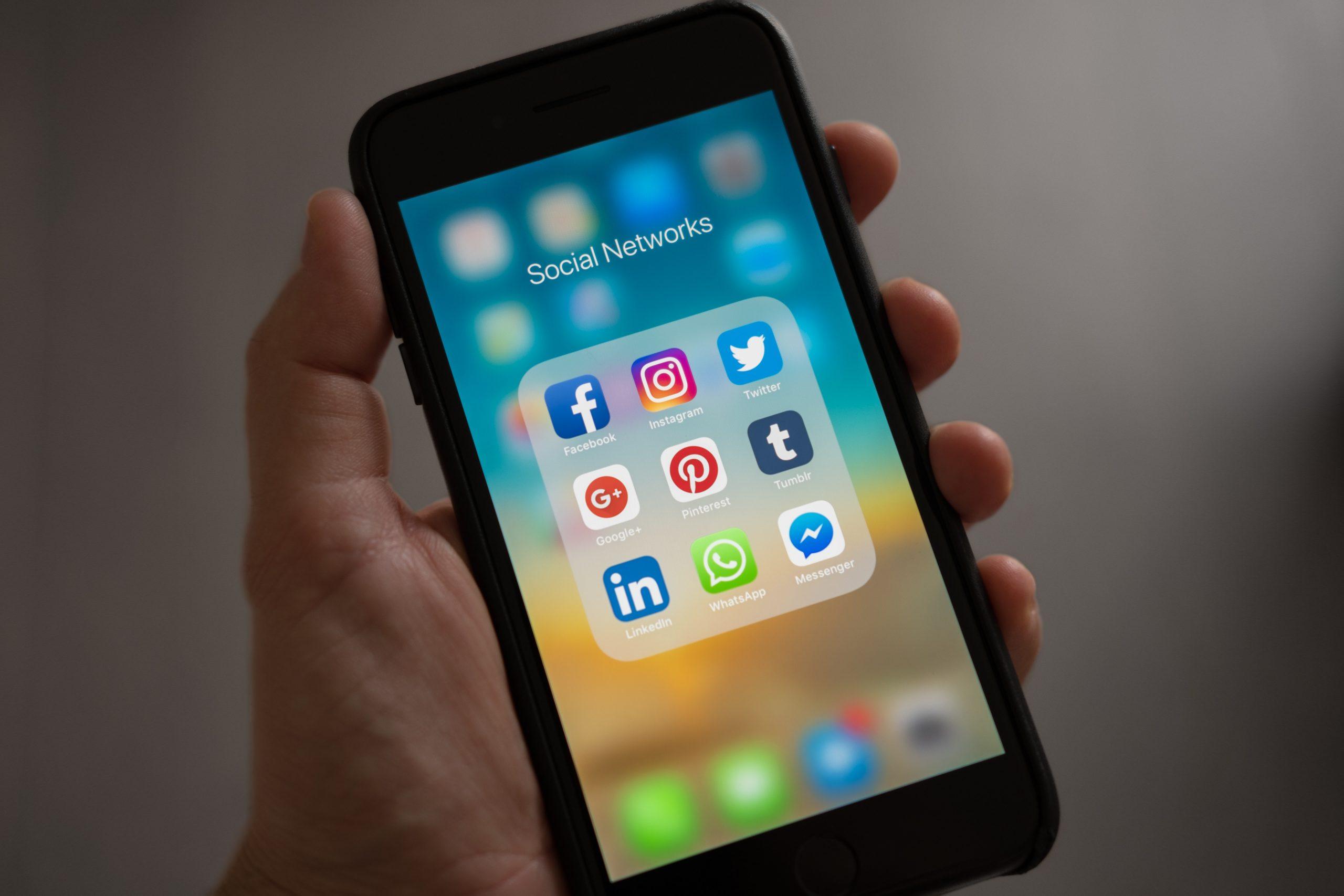 Algoritma dan Sosial Media - Budiwe.com
